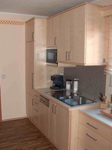 schwebende küche natursteinwand wohnzimmer
