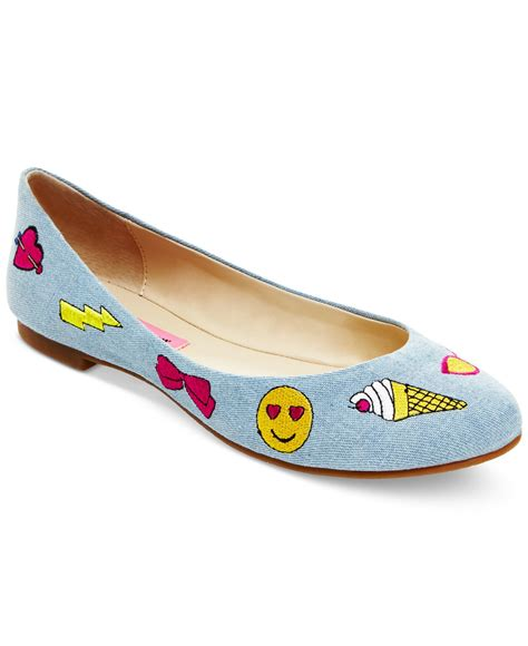 chagne emoji betsey johnson flat shoes 28 images blue by betsey