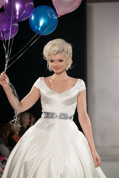 Wedding Hairstyles Pulled Back by Wedding Hairstyle Trends Pulled Back Chignon Retro Glam