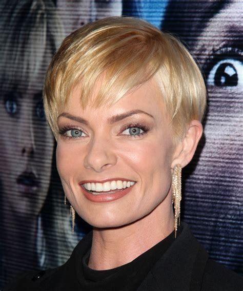 jaime pressly s chic short bob with the sides tucked back jaime pressly short straight formal hairstyle with layered