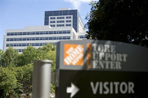 home depot offers free credit monitoring to customers as