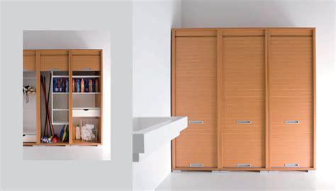 armadi a serrandina mobili per ripostiglio con anta serrandina e idee salvaspazio