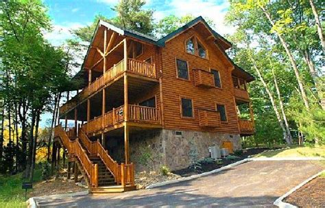 5 bedroom cabins in pigeon forge destiny lodge is a 5 bedroom cabin located less than four