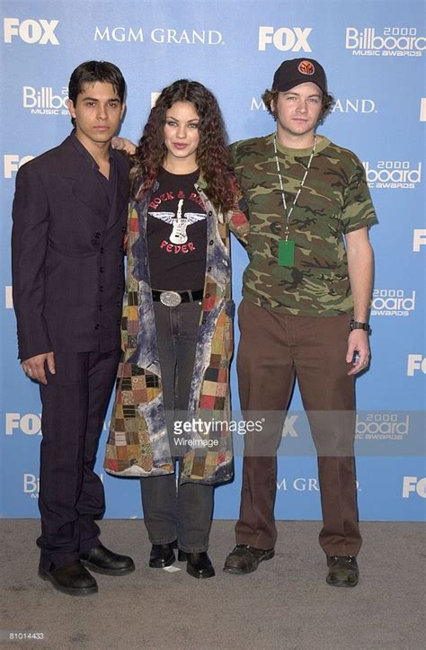 mila kunis wilmer valderrama eyes reunion with 70s show 17 best images about that 70 s show on pinterest