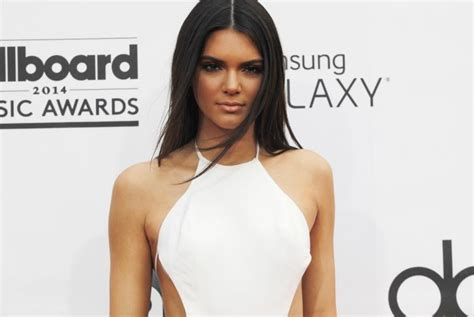 kendall jenner banned her kardashian sisters from kendall jenner news keeping up with the kardashians