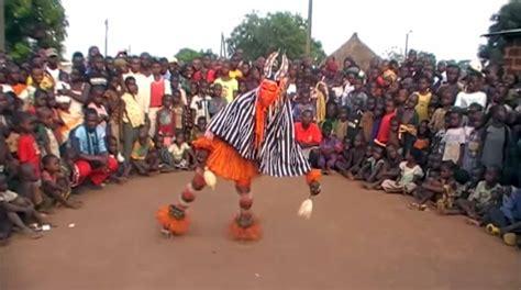 ivory coast traditional dance zaouli de manfla mask dance of the ivory coast