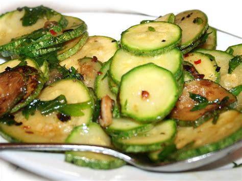 come cucinare le zucchine trifolate zucchina o zucchino alimentipedia enciclopedia degli