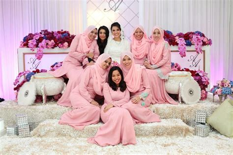 Atiq White Dress wedding the the bridesmaids in pastel pink afnan omar photography baju