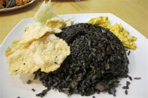 cara membuat nasi goreng hitam burger dan nasi goreng ikutan jadi hitam