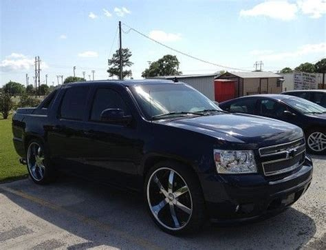 automobile air conditioning repair 2007 chevrolet avalanche interior lighting buy used 2007 chevy avalanche custom on 26 s w 6 tv s ming metallic blue custom pain in