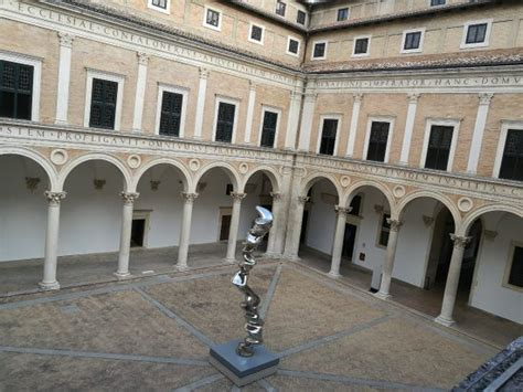 cortile palazzo ducale urbino cortile ingresso foto di palazzo ducale urbino