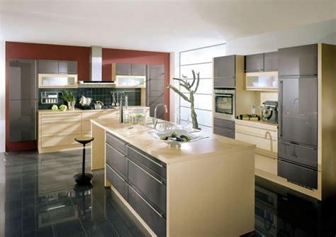 Charmant Faience Pour Cuisine Blanche #8: cuisine-grise-avec-des-accents-beiges-et-rouges-carrelage-couleur-anthracite-et-peinture-murale-blanche-e1477297789211.jpg