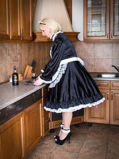Reka Sisy blackietv crossdresser at work