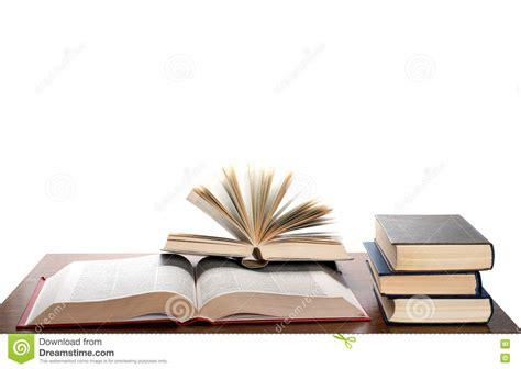 imagenes libres libros libros abiertos en el escritorio 9724528 jpg
