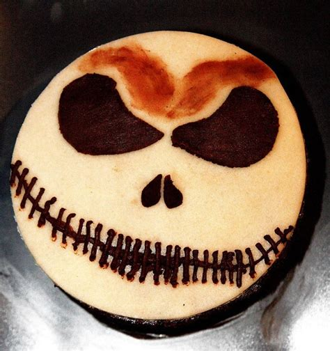 weird designs  cake  feels nasty    bite