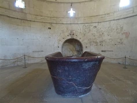 mausoleo di teodorico interno interno 1 foto di mausoleo di teodorico ravenna