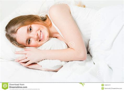 nasa paying to lay in bed laying in bed in 28 images beautiful young girl laying in bed with white sheets