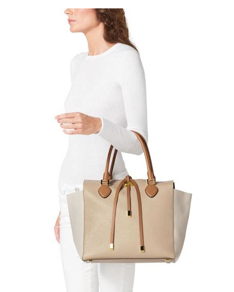 Miranda Color Protect Shoo 200ml 1 michael kors large miranda colorblock tote