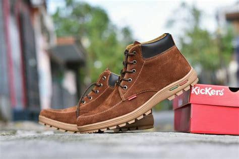 Kickers Coklat Tua sepatu boots touring outdoor pria kickers suede coklat tua