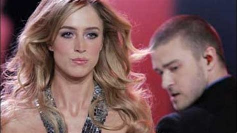 Justin Timberlake Brings Sexyback To The Victorias Secret Catwalk by Justin Brings Sexyback To Runway Cbs News