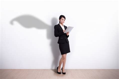 The Successful Woman Lawyer?s Kryptonite: Burnout