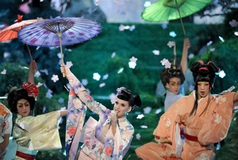 images of katy perry gzsihai com katy perry s geisha style performance needs to be called