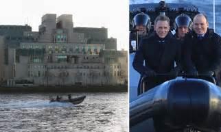 bail bureaux mod鑞e daniel craig is back in bond mode as he flies