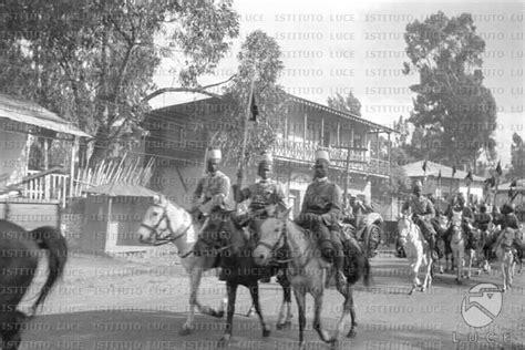 consolato eritreo squadrone di cavalleria eritreo sfila in una via di addis