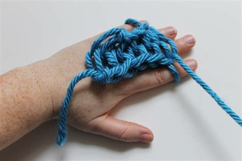 finger knitting knitting with your fingers a free tutorial