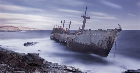 share  pictures  stranded ships bored panda