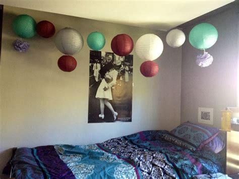 great ways  decorate  dorm room  lights