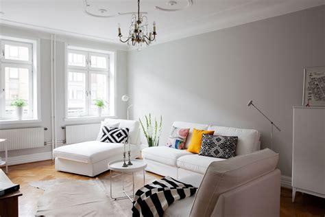 decorar paredes grises paredes grises muebles blancos suelo de madera blog