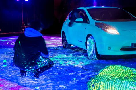 glow in the paint on cars glow in the nissan leaf paints itself breaks world