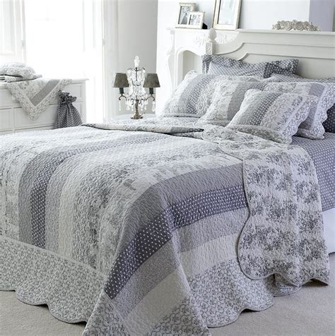 Grey Patchwork Quilt - pretty grey white patchwork quilt bedspread king