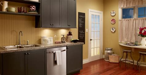 Primitive Country Kitchen Paint Colors by This Soft Yellow Just Seems So Appropriate For A