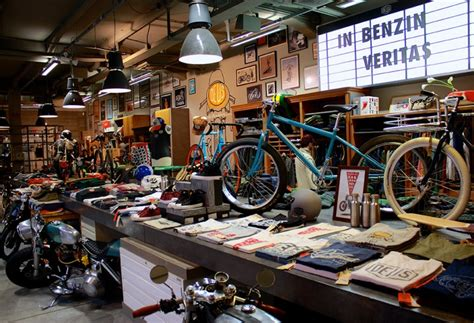 Deus Ex Machina B3 Siluet Store deus ex machina italy rods bikes and espressos rideapart