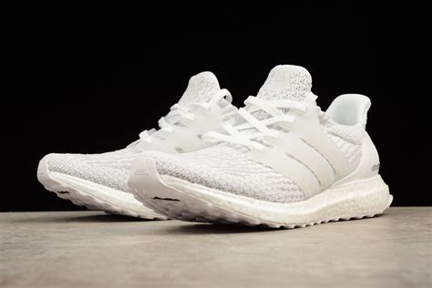 Adidas Ultra Boost 4 0 Black White Sepatu Jalan Pria Olahraga Premium adidas ultra boost 4 0 white glow in the shoes for sale new yeezy boost