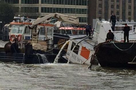 thames river boats timetable kew river thames massive rescue operation as party boat