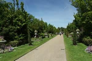 In The Park File Avanue Gardens In The Regent S Park In June 2013 1 Jpg Wikimedia Commons