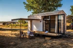 hristina hristova escapa las multitudes disfruta naturaleza minimalist square foot vacation home saves family from expensive