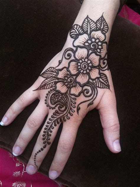 henna design instructions 25 best ideas about henna hands on pinterest henna hand
