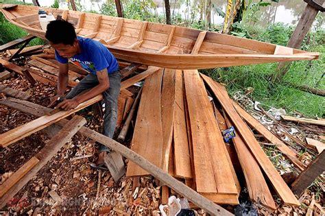pembuatan paspor kabupaten bandung perajin perahu kayu di kabupaten bandung kebanjiran order