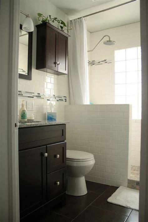 df badezimmer trennwand badfliesen wei 223 kleines bad gestalten bad