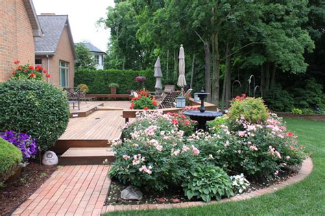 relaxing deck traditional landscape grand rapids