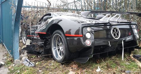 pagani back bodyguard crashes boss 163 1 million pagani zonda supercar