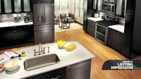 black kitchen appliances vuelosfera
