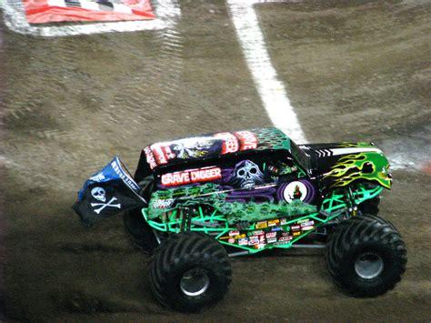 monster truck jam ta fl monster jam raymond james stadium ta fl 049