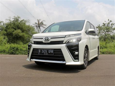 Toyota Voxy Cover Mobil Durable Premium Kuning toyota voxy pesona si baby alphard review mobil123