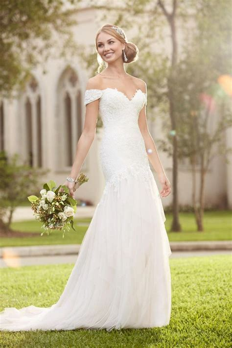 1000  ideas about Off Shoulder Wedding Dress on Pinterest