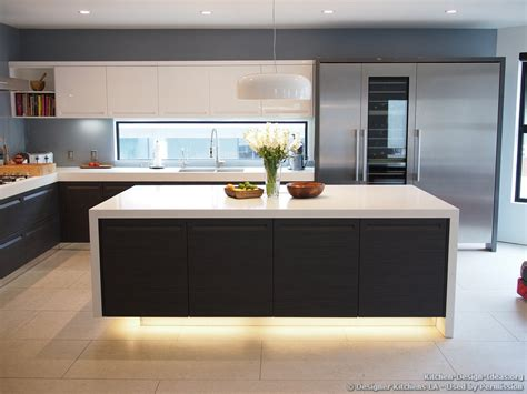 Decorating Ideas For Kitchens With White Appliances Kitchen Modern Kitchen With Luxury Appliances Black